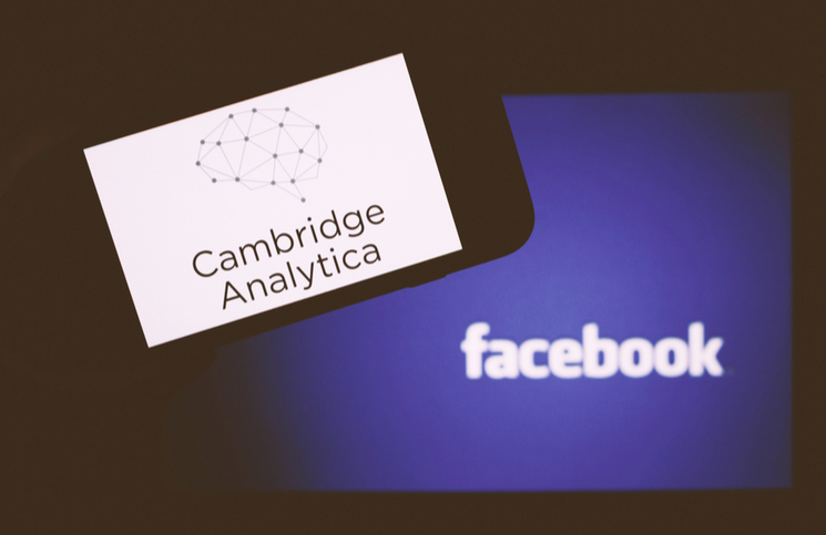 Cambridge Analytica Kapanıyor